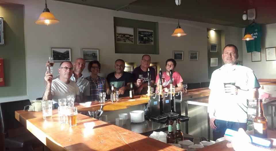 Benny's cask ale pub, סדנת בירה, טעימות בירה, סדנאות בירה, סדנאות גיבוש לעובדים, ימי כיף וגיבוש לעובדים,  פעילות גיבוש, יום כיף, סדנת גיבוש, בישול בירה, הכנת בירה ביתית, סדנת אלכוהול